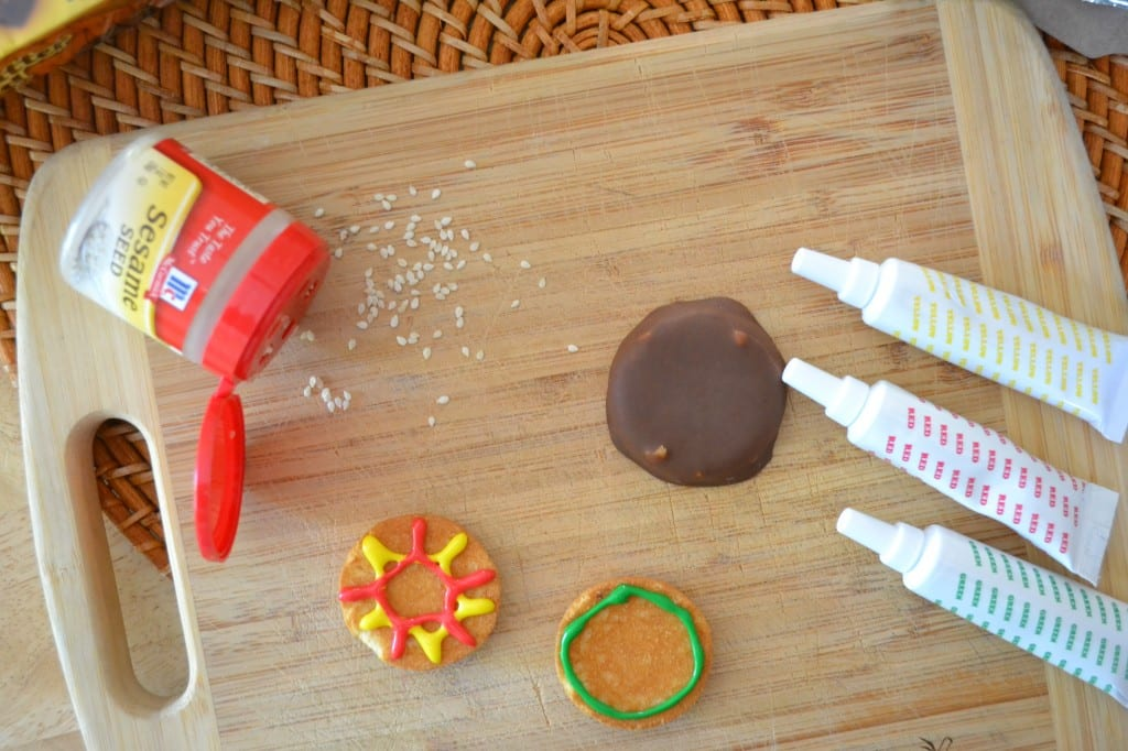 A demonstration on how to make cookies that look like hamburgers
