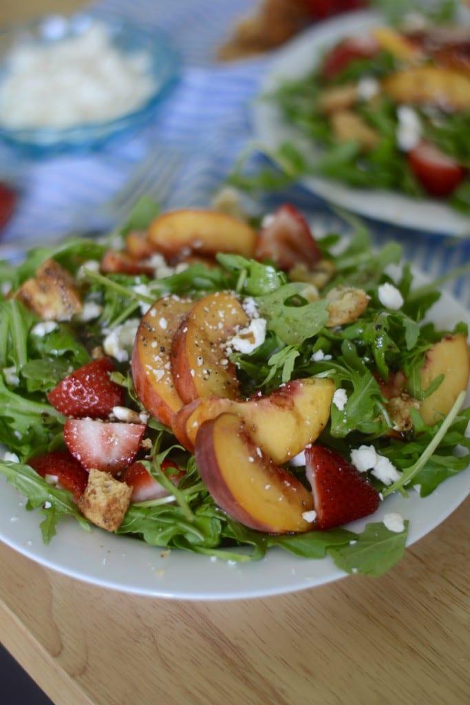 Summer Salad - Peach, Strawberry and Arugula Salad | @sarcasticcook