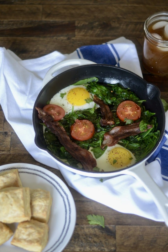 Spinach and Tomato Breakfast Skillet with Bacon and Eggs! - Sarcastic Cooking