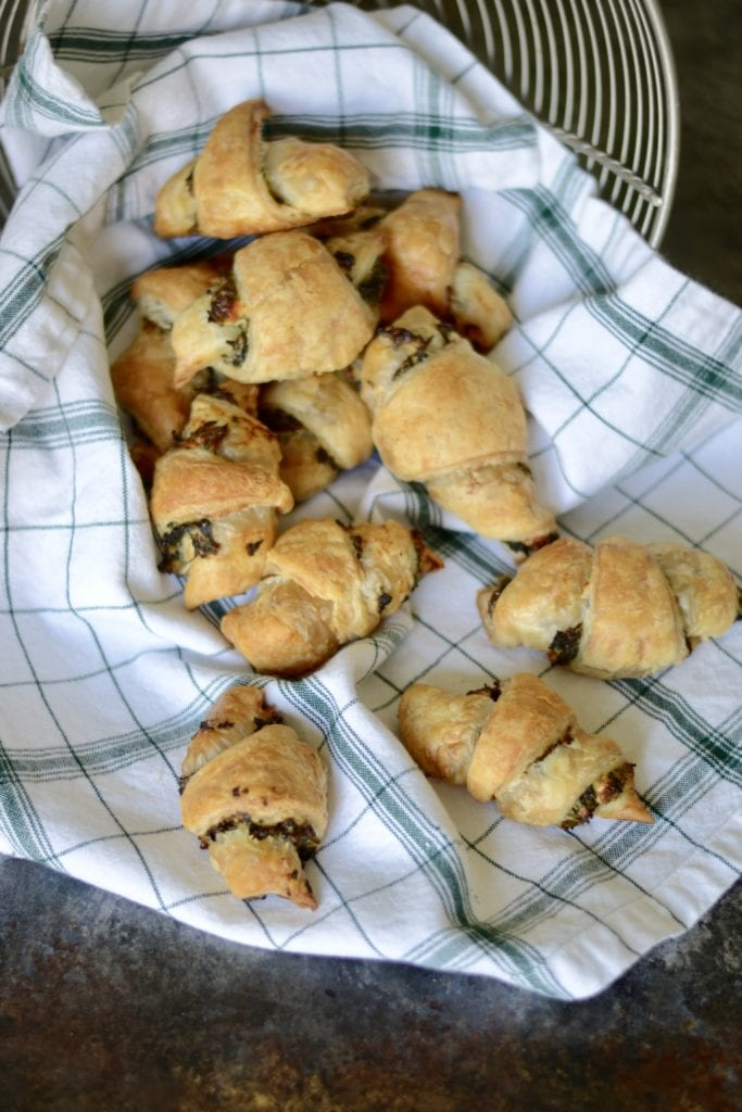 Spinach and Feta Stuffed Crescent Rolls \ Sarcastic Cooking