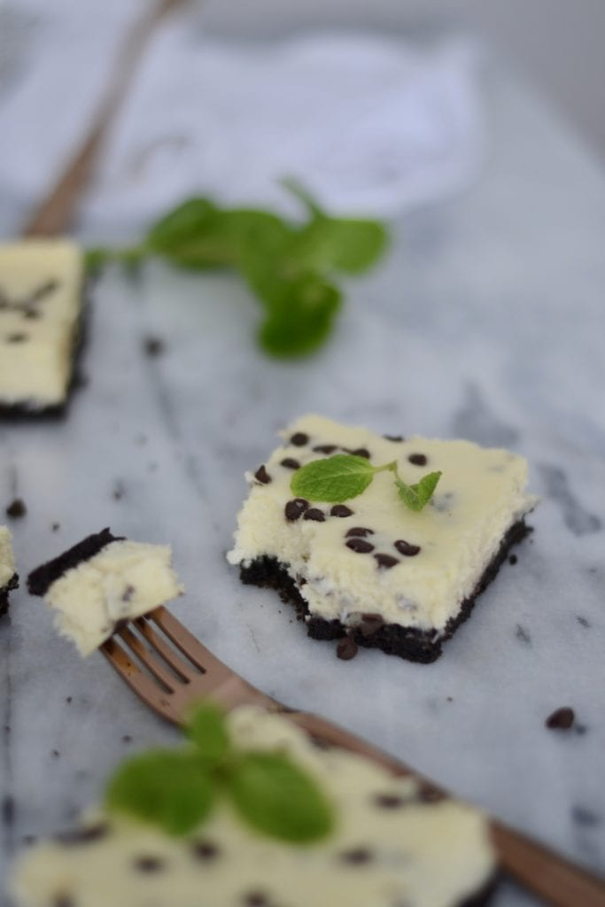 fresh Mint and Chocolate Chip Cheesecake Bars with an Oreo Crust! @sarcasticcook