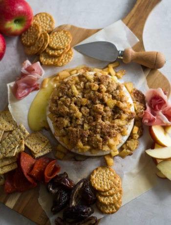 Apple Crisp Baked Brie   Sarcastic Cooking #holiday #appetizer #thanksgiving #bakedbrie