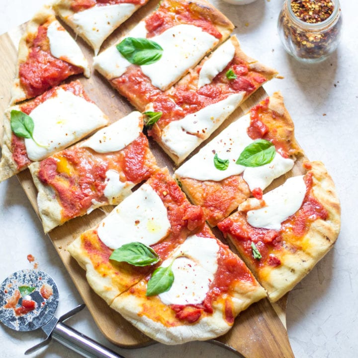 The Best Grilled Margherita Pizza